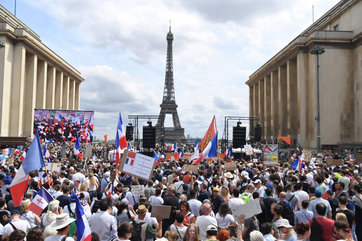 Franceses protestam nas ruas contra passaporte sanitário