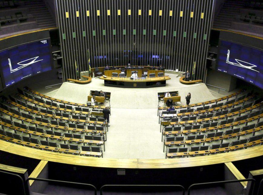 Câmara aprova projeto que suspende limite de emendas contra Covid-19