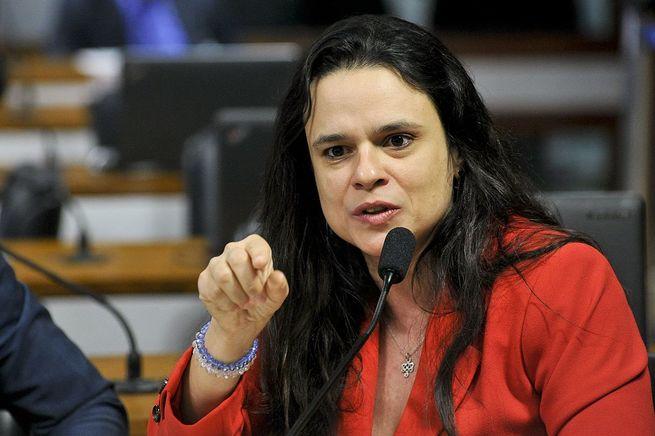 """Janaína Paschoal dispara: """"O desejo de derrubar Bolsonaro está levando ao abandono da lógica"""""""