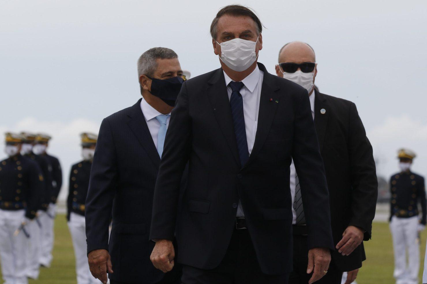 Bolsonaro insinua que é perseguido por autoridade que sofre chantagem por parte de Cuba