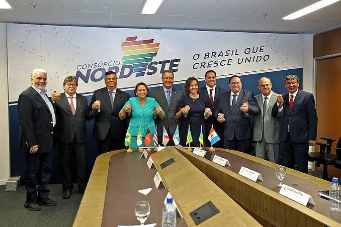 O aumento nos preços dos combustíveis é ótimo para governadores e desgasta Bolsonaro