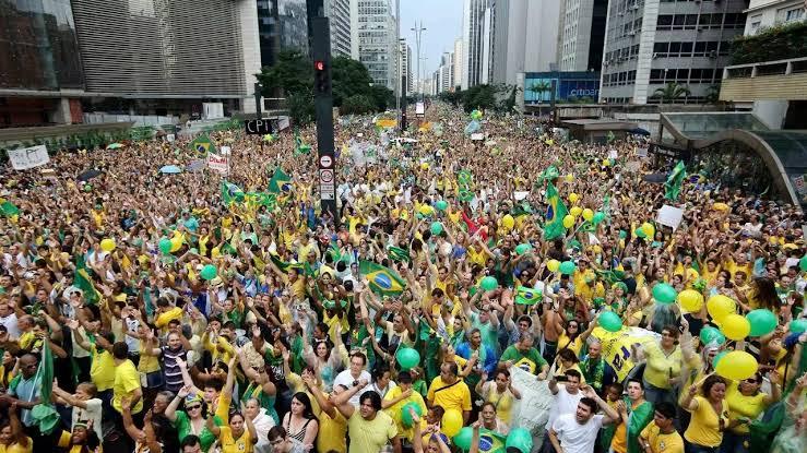 Oposição não consegue derrubar voto impresso e manifestações a favor de voto auditável no dia 1/08 deve levar milhões as ruas