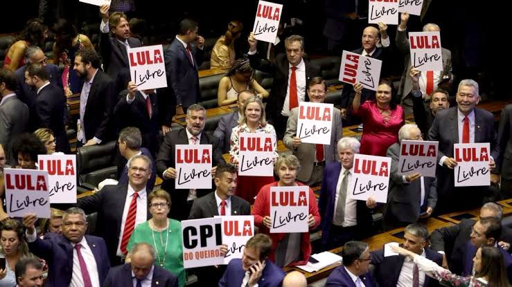 A esquerda não votou contra o fundão, votou contra o SUS, contra a educação, contra segurança, contra o funcionamento do Brasil