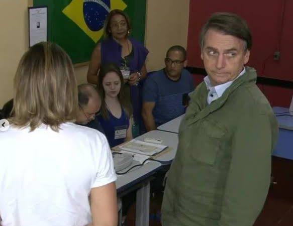 Bolsonaro reafirma necessidade de voto impresso auditável e diz que vai revelar uma bomba na próxima quinta