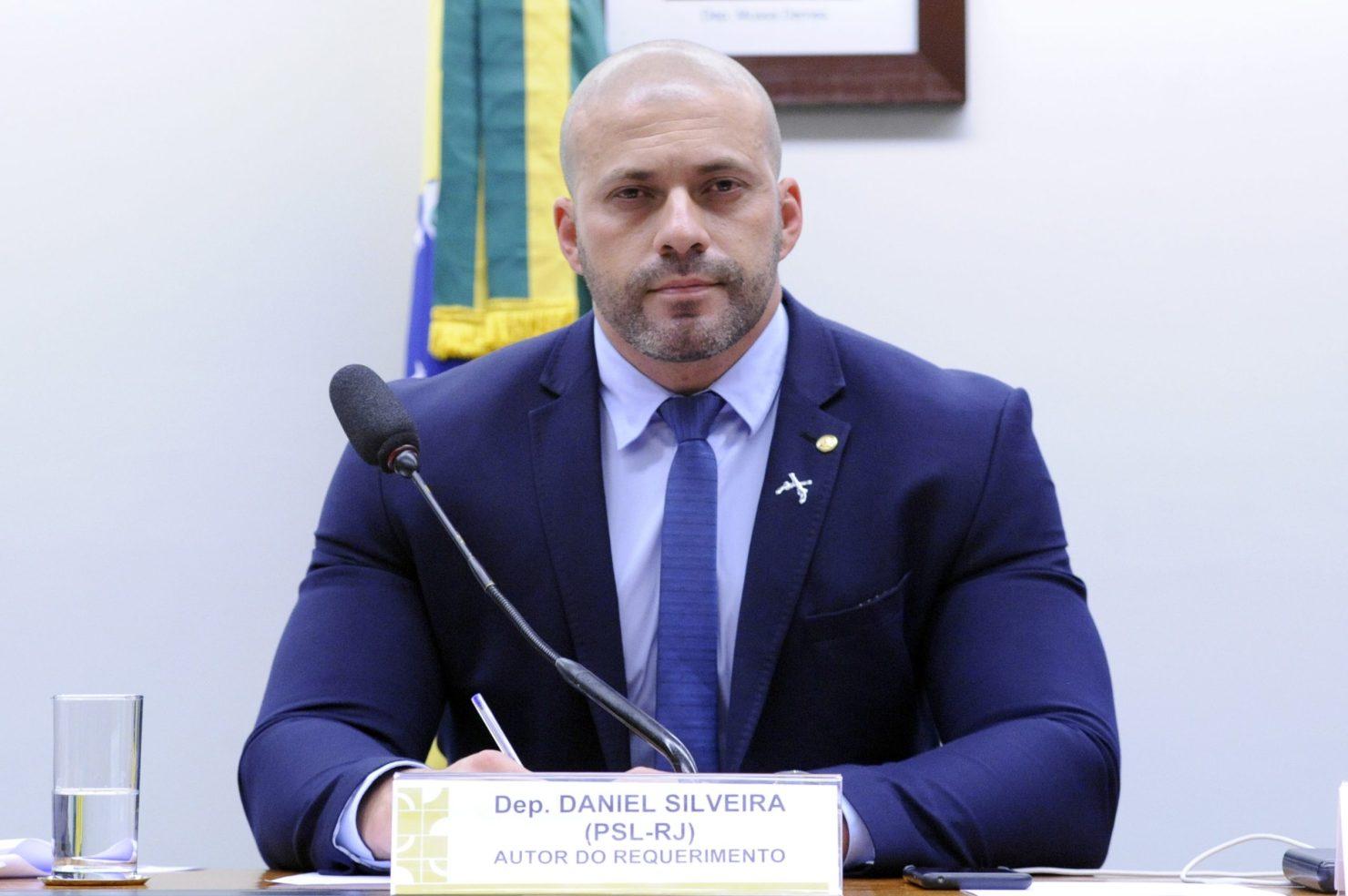 Conselho de Ética aprova suspensão do mandato de Daniel Silveira