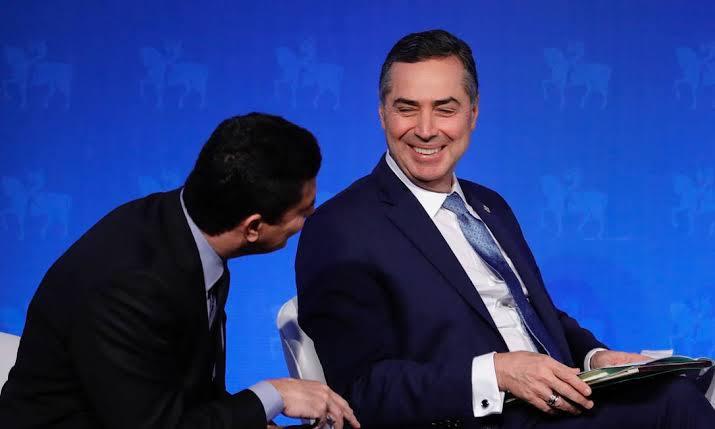 """Moro elogia Barroso e o chama de """"grande ministro"""""""
