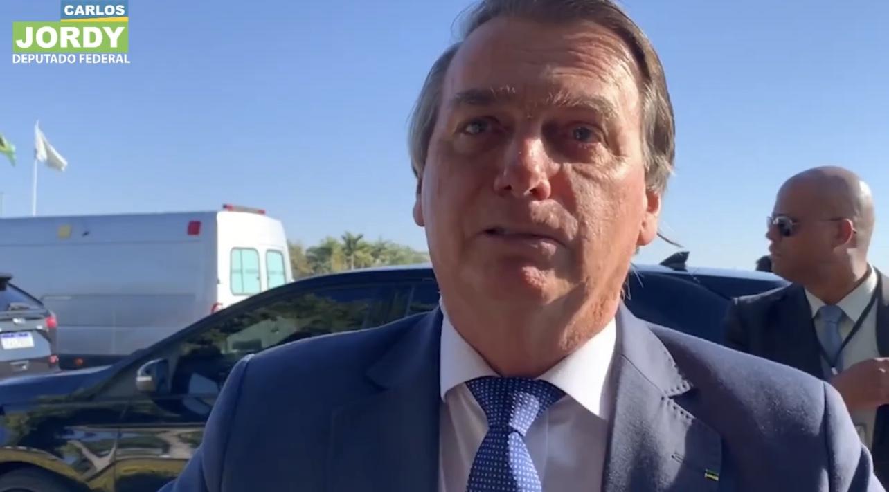 VÍDEO: Jair Bolsonaro fala sobre sua internação, Fundão Eleitoral e questiona CPI. Assista