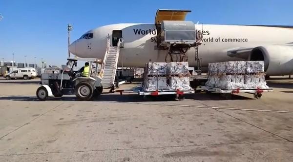 Vacinação: avião com mais 1 milhão de doses da vacina da Pfizer chega ao Brasil por Viracopos