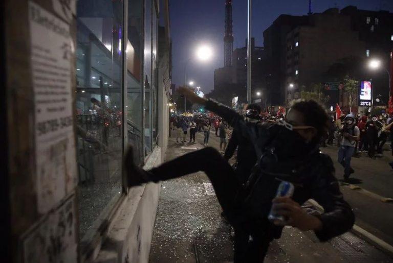 Como de costume: protestos de esquerda são marcados por atos de vandalismo e baderna, VEJA VÍDEO