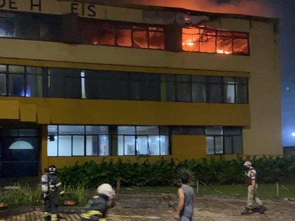 Hotel é parcialmente atingido por incêndio na orla de Salvador; seis pessoas foram socorridas
