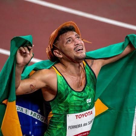 Petrúcio Ferreira é bicampeão nos 100m e quebra recorde nos Jogos de Tóquio