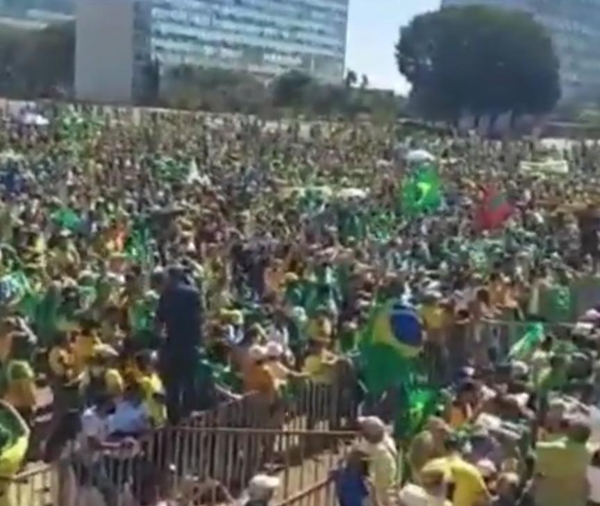 Bolsonaro fala a cerca de 10 mil manifestantes pró-voto auditável em Brasília: VEJA VÍDEO