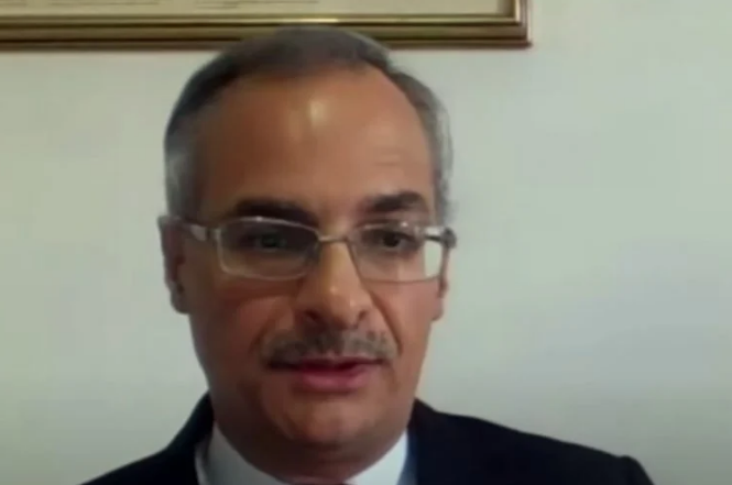YouTube apaga canal de professor crítico do passaporte sanitário