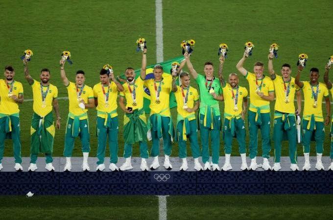 Seleção Brasileira de Futebol se recusa  a subir no pódio com o patrocínio de marca chinesa