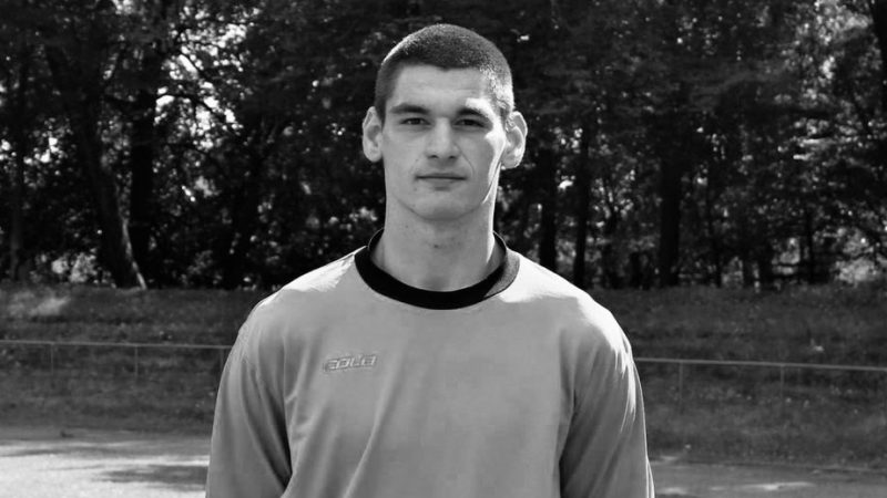Goleiro russo morre aos 23 anos após se chocar com adversário durante partida