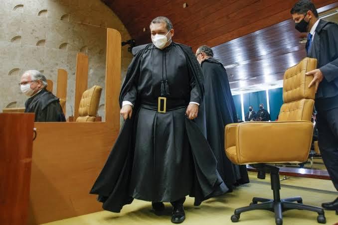 BOMBA: MINISTRO NUNES MARQUES NÃO ASSINOU CARTA DE BARROSO CONTRA VOTO AUDITÁVEL
