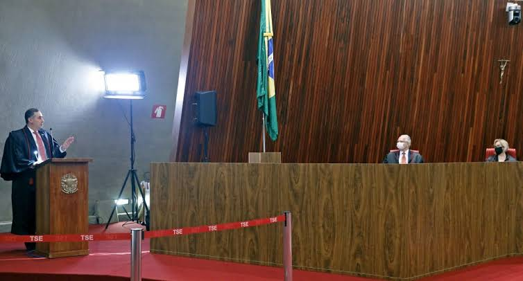 Bolsonaro disse em entrevista que Ministros do TSE embarcaram na conversa de Barroso