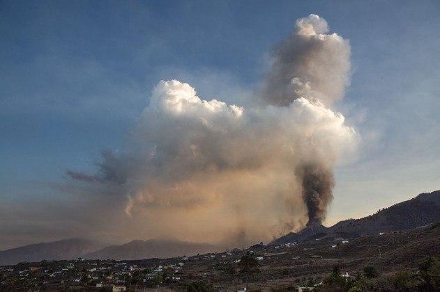 Espanha fecha aeroporto por causa de cinzas do vulcão Cumbre