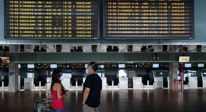 Aeroporto de La Palma é reaberto após remoção de cinzas da pista