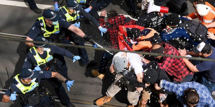 Mais de 200 são detidos em protesto contra o confinamento na Austrália