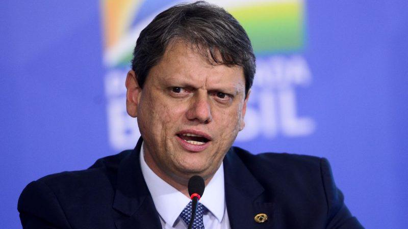 Governo quer que brasileiro voe mais, diz ministro da Infraestrutura