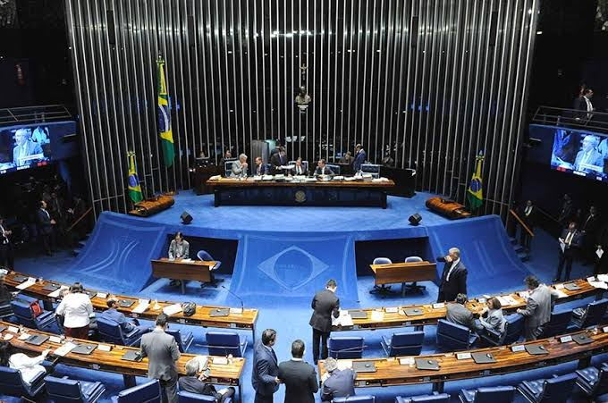 Senado aprova projeto que afrouxa a Lei da Ficha Limpa