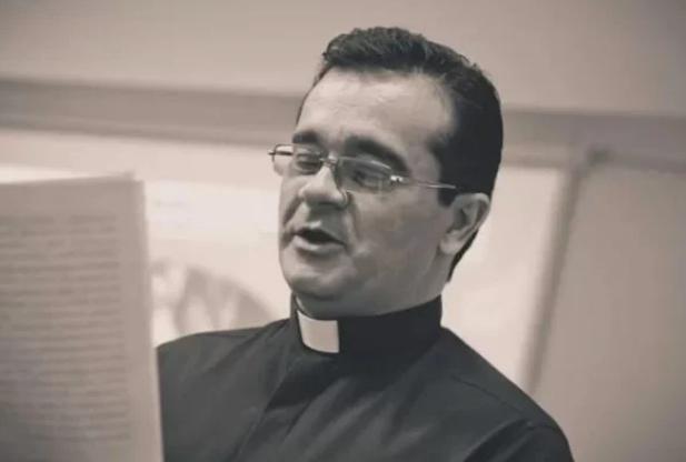 MG: padre é acusado de assédio sexual contra 8 monges