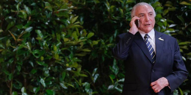 Temer liga para Bolsonaro para explicar satirização do presidente em jantar