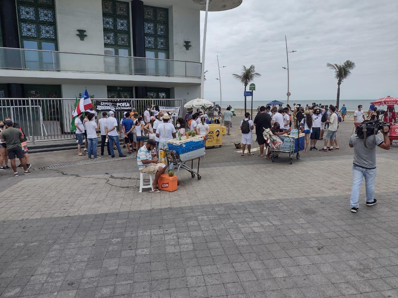 60 pessoas participam de ato contra Bolsonaro em Salvador