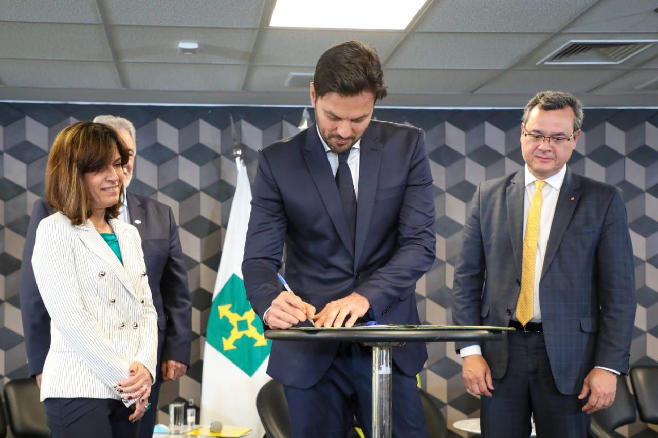 Ministério das Comunicações, BB e Sebrae assinam acordo para ampliação do Wi-Fi Brasil