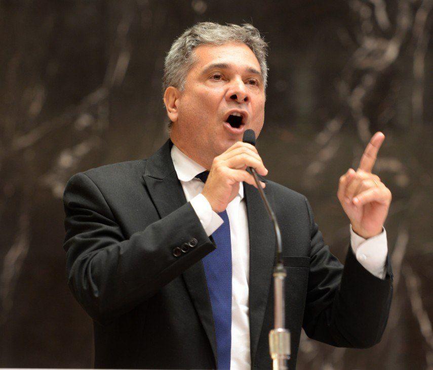 Deputado Coronel Sandro pressiona governador para vetar Projeto de Lei de ideologia de gênero