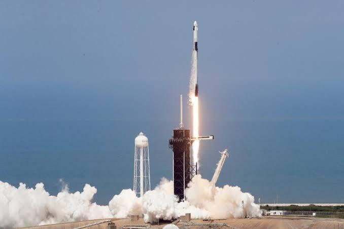 SpaceX leva hoje 4 civis para voo de 3 dias ao redor da Terra