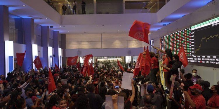 Invasão do MTST à Bolsa de Valores é um ato anti-democrático, diz Salim Mattar