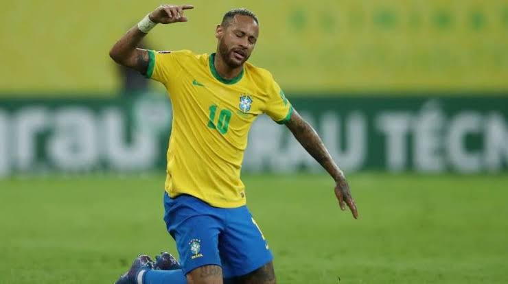 Neymar rebate críticas de atriz da Globo