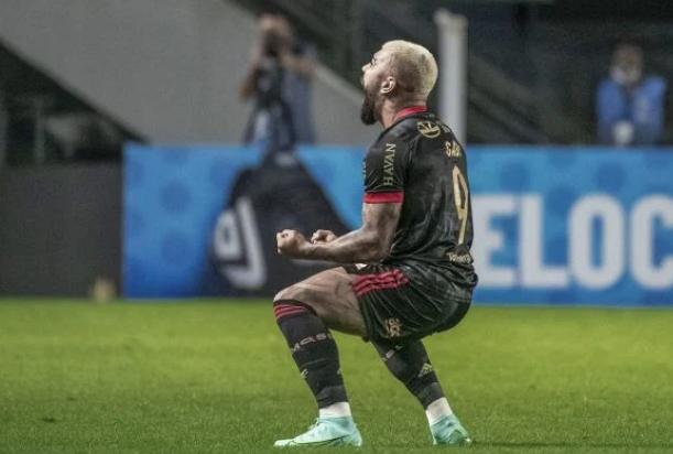 Gabigol é denunciado por chamar futebol brasileiro de várzea