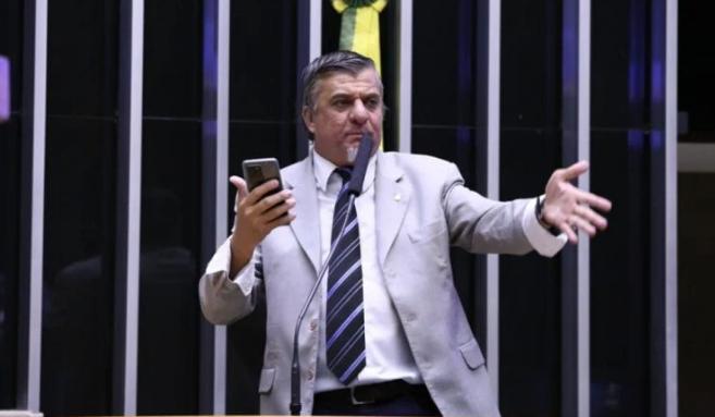 Mesa da Câmara confirma cassação do deputado Boca Aberta