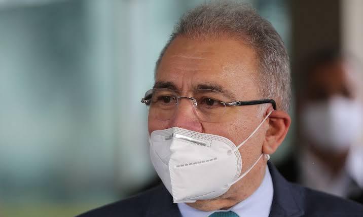 Queiroga já prevê fim da obrigatoriedade de máscara ao ar livre; saiba quando deve ser