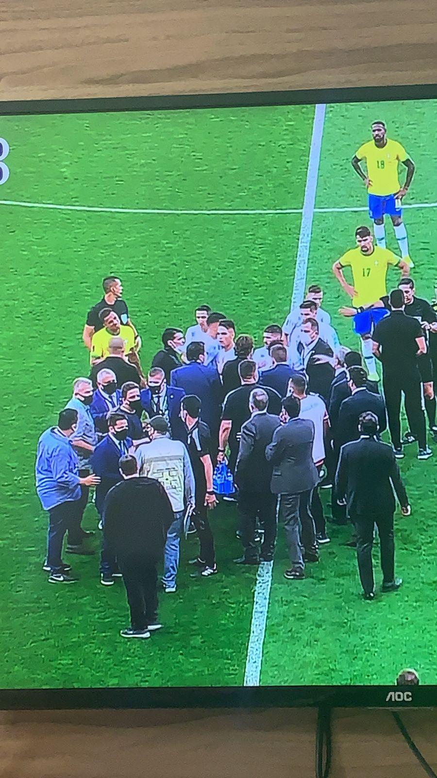Urgente: ANVISA entra em campo no Jogo do Brasil e Argentina para expulsar jogadores sem quarentena