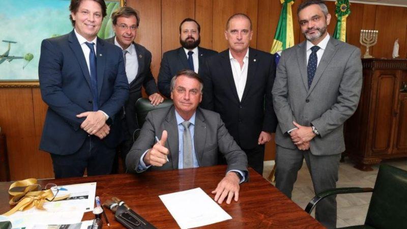 URGENTE: Bolsonaro muda regras do marco civil da internet e proíbe derrubar páginas sem justa causa