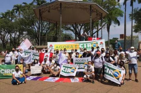 Mas já?: MBL e PDT 'trocam farpas' sobre faixa com Ciro Gomes no protesto em BH