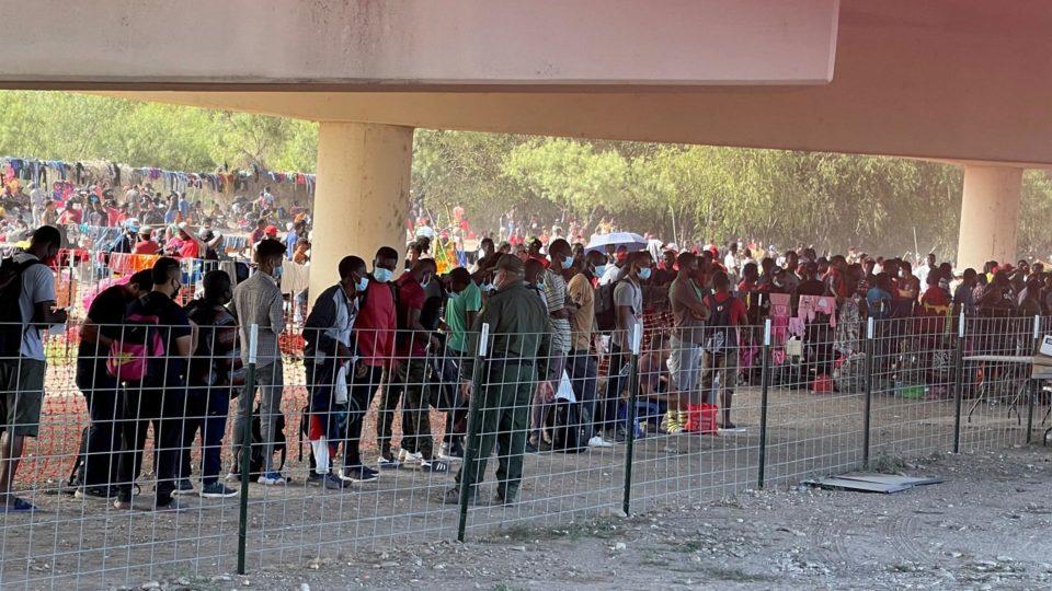 ONU pede ao Brasil para receber haitianos que estão na fronteira entre EUA e México