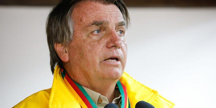 Atos contra Bolsonaro neste domingo são alvos de questionamentos e memes