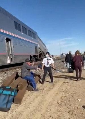Trem descarrila e acidente deixa 3 mortos e vários feridos nos EUA