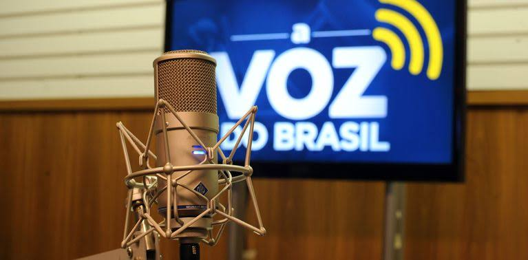 Parte do programa de rádio A Voz do Brasil, virou um programa para bater em Bolsonaro