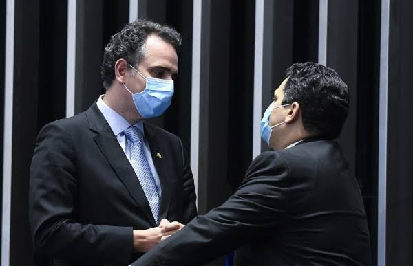 """Alcolumbre desmoraliza Rodrigo Pacheco: """"não consegue resolver uma sabatina e quer ser presidente do Brasil"""""""