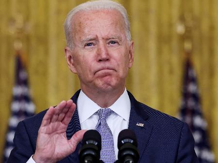 """Governador do Texas confronta Biden, proíbe exigência de vacinação contra a Covid-19 e chama medida de """"intimidação"""""""