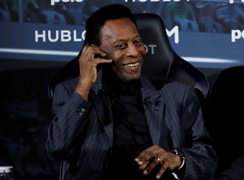 Pelé se recupera de maneira satisfatória após retirar tumor, mas segue na UTI