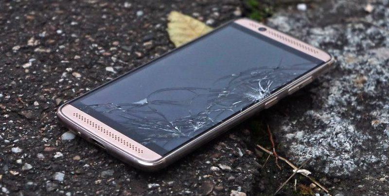 Mulher é julgada por matar namorado com 'arremesso de celular'