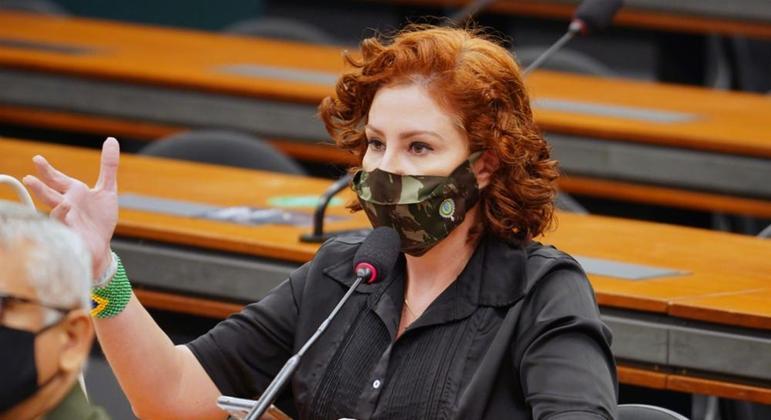 Carla Zambelli anuncia que vai acionar o STF para ser ouvida na CPI da Covid