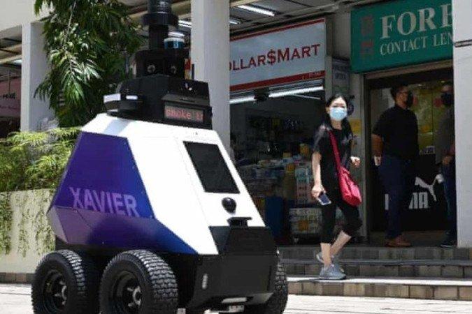 Os polêmicos 'robôs policiais' que vigiam cidadãos em Cingapura